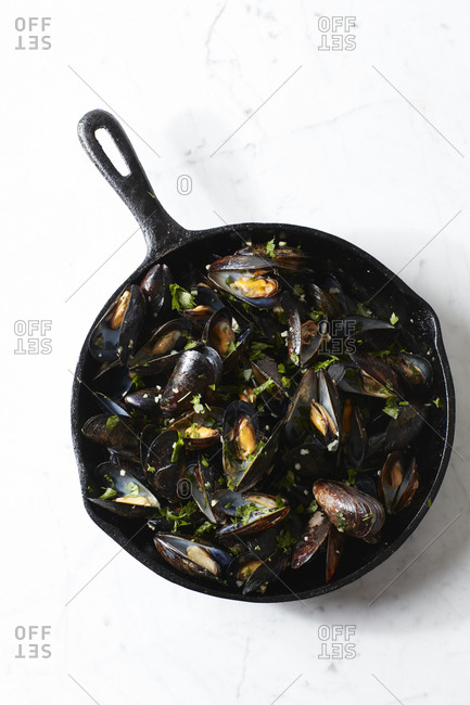 Mussels in a skillet