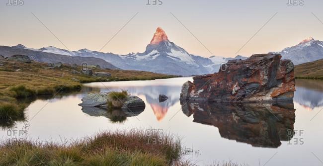 Stellisee, Matterhorn, Zermatt (village), Valais, Switzerland