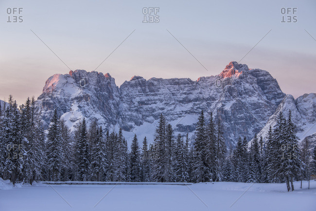 The Sorapiss mount at dawn and the frozen lake of Antorno, Misurina, dolomites, Veneto, Italy, Europe