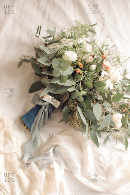 Beautiful wedding bouquet - Offset Collection