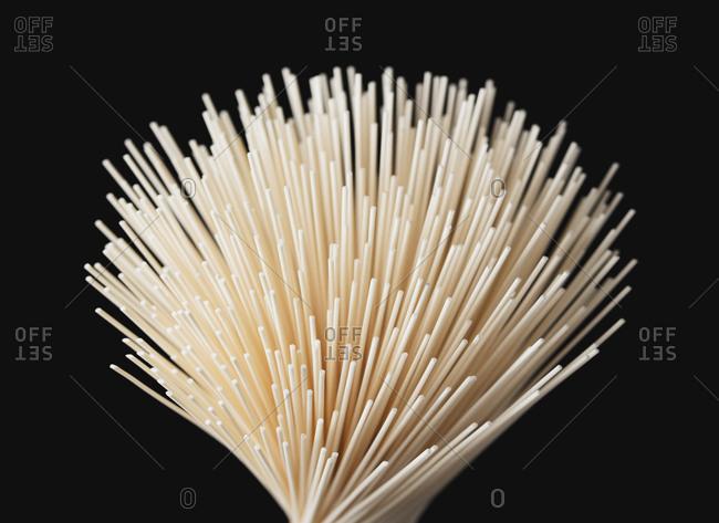 Fine dried noodles