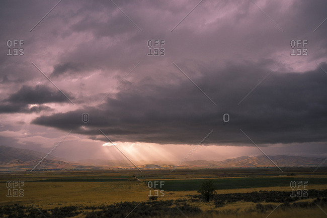 USA, Wyoming, on the road, North Salt Lake City, beams of light at sunset