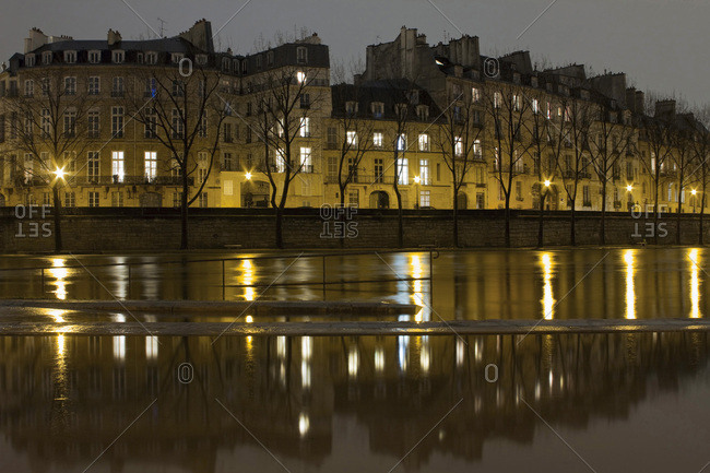 France, Paris, 4th arrondissement, ile Saint-Louis during the drop in the water level of the Seine, night, February 2018.