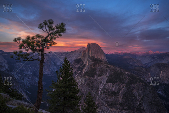 USA, California, Yosemite National Park, sunset at Glacier Point, view upon Half Dome and Yosemite Valley