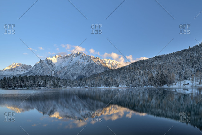 Mirroring of the Karwendelgebirge (mountains)s in the wintry Lautersee (lake)
