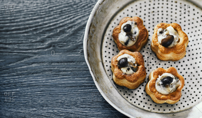 Vol-au-vents with mushrooms - Offset Collection
