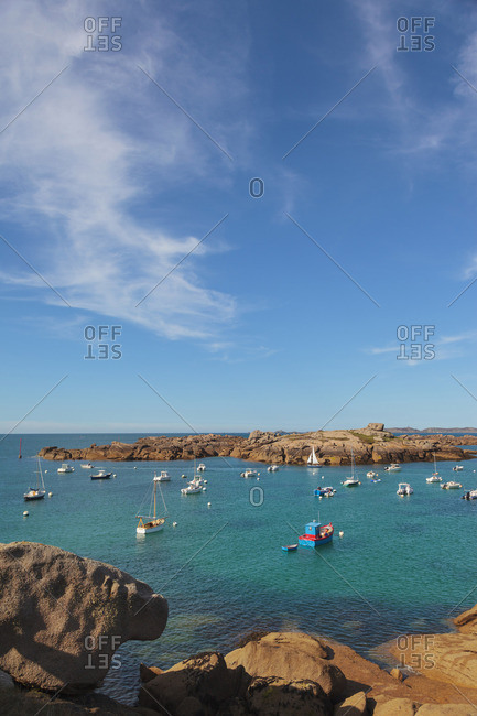 France, Brittany, Cote de Granit Rose (Pink Granite Coast), Cotes d'Armor, Tregastel, bay with boats