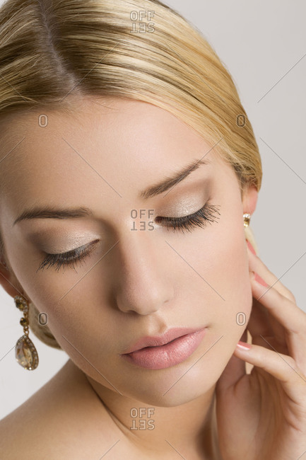 Young woman, bride, bridal make-up, close-up