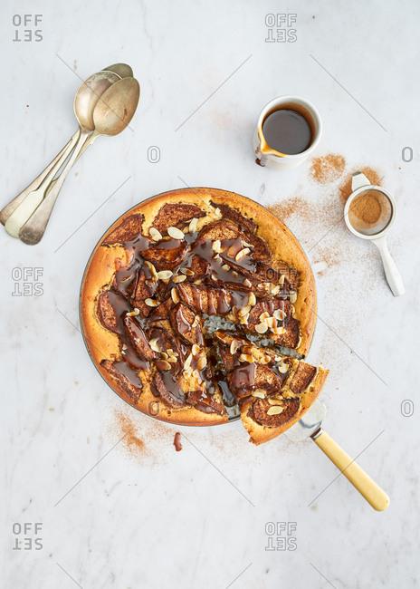 Sticky toffee apple pie