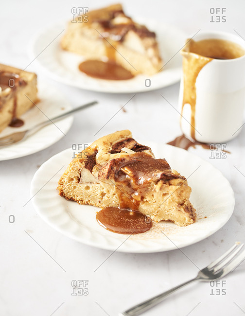 Toffee sauce with apple pie
