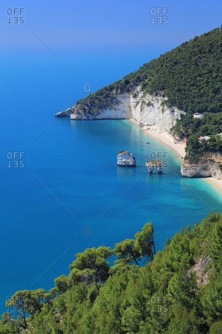 Italy, Apulia, Foggia district, Gargano, Baia delle Zagare, Mediterranean sea, Adriatic sea, Adriatic Coast, Gargano National Park, View of the iconic bay and beach with its sea stacks and natural arch