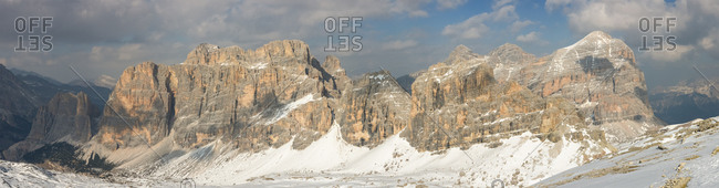 Panorama from the top of Mount Lagazuoi Visible from left to right: Cima del Lago, Cima Scotoni, Fanis Group, Grande Lagazuoi, Tofane Group, dolomites, Italy, Europe