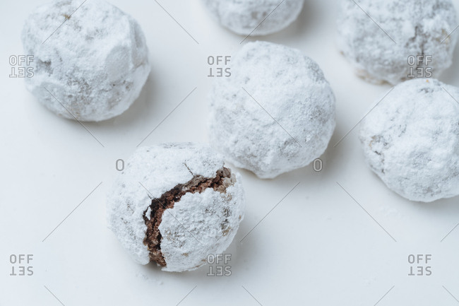 Cookie balls rolled in powdered sugar