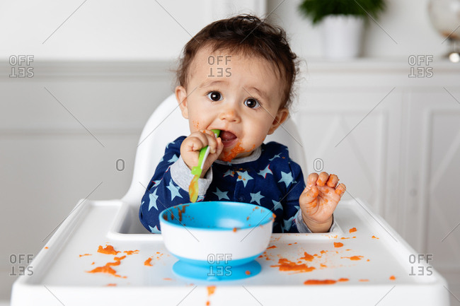 Toddler eating a bowl of pasta