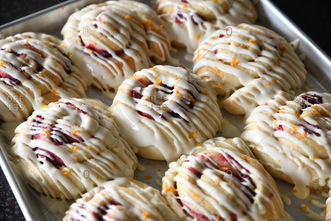 Fruity cinnamon rolls with icing