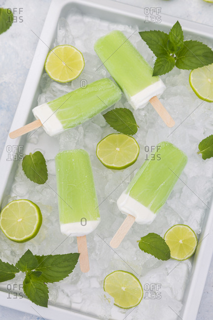 Lime mint popsicles- slices of limes and mint leaves on crushed ice