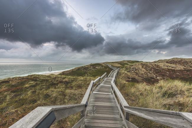 Germany- Schleswig-Holstein- Sylt- Wenningstedt- boardwalk to the beach
