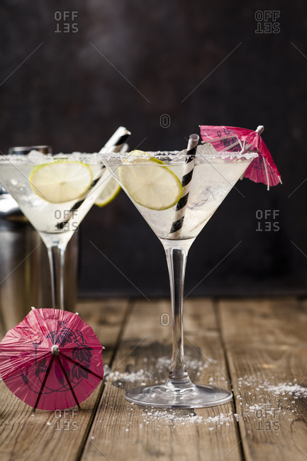 Two glasses of Margherita cocktail with lime slices