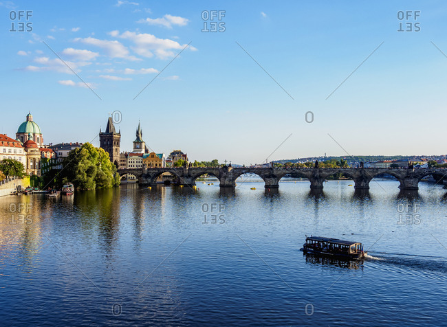 Charles Bridge and Vltava River, Prague, UNESCO World Heritage Site, Bohemia Region, Czech Republic, Europe