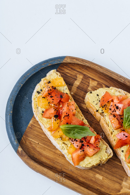 Toast with hummus and vegetables