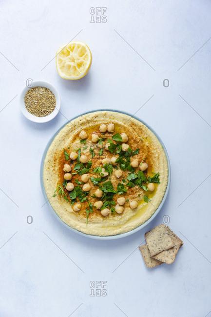 Overhead shot hummus with lemon and crackers