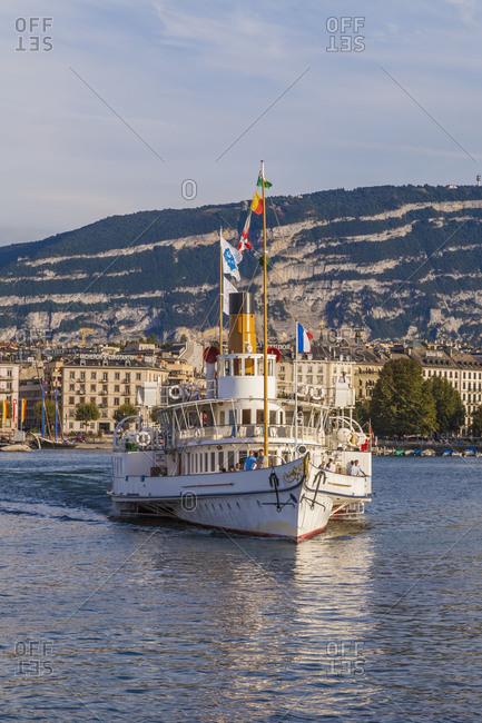 Switzerland, canton Geneva, Lake Geneva, Geneva, town, historical paddlesteamer Savoie, paddlewheeler, town view
