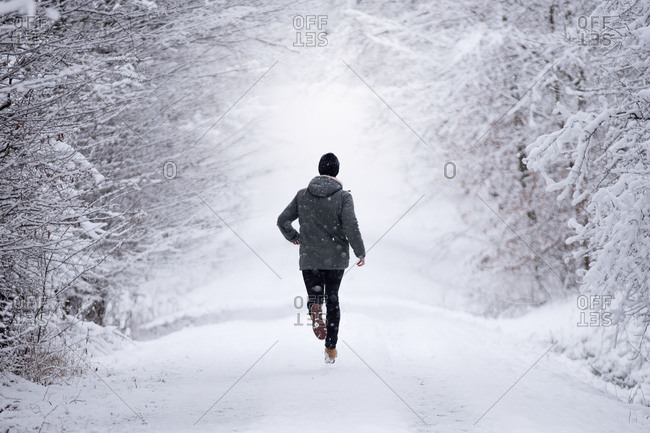 Jogger in winter, Wolfsburg, Lower Saxony, Germany