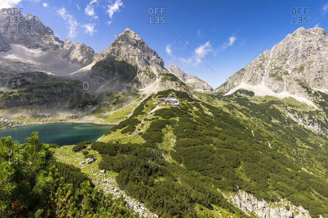 Austria, Tyrol, Mieminger Chain, Coburger H�tte, view to the Coburger H�tte with Drachenkopf, Sonnenspitze and Drachensee