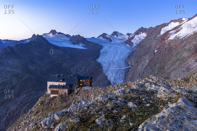 Austria, Tyrol, �tztal, Obergurgl, Ramolhaus, view to the Ramolhaus and the Gurgler Ferner before sunrise
