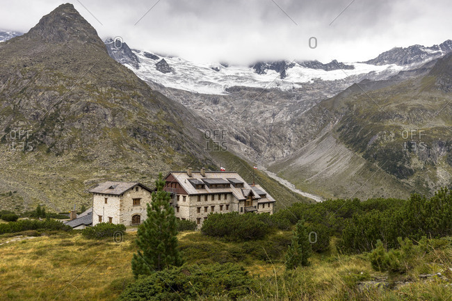 Austria, Tyrol, Mayrhofen, Zillertal (valley), Berliner H�tte (alpine hut) in the Zillertal Alps