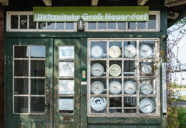 Brandenburg, Oder, Grog Neuendorf, bizarre world clock