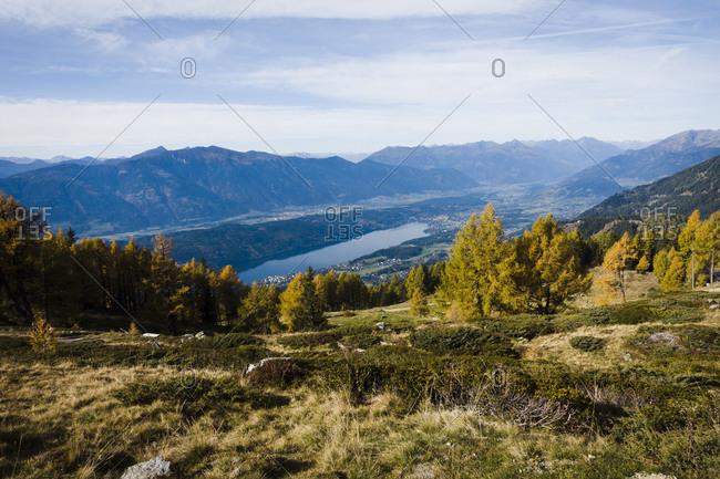 Hiking, Millst�tter Berg Plateau, Obermillstatt, view of Lake Millstatt, Carinthia, Austria