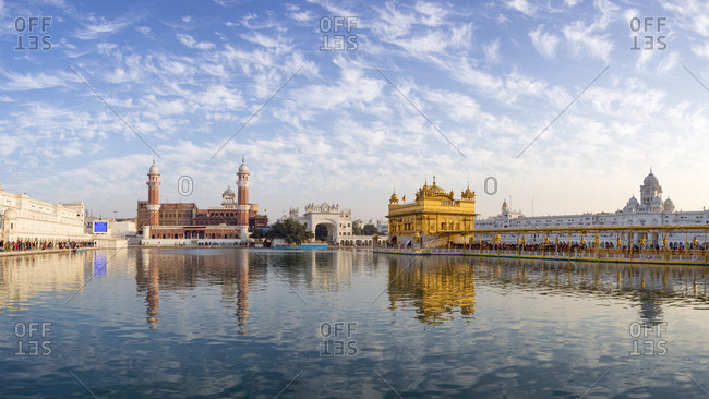 The Golden Temple (Harmandir Sahib) and Amrit Sarovar (Pool of Nectar) (Lake of Nectar), Amritsar, Punjab, India, Asia