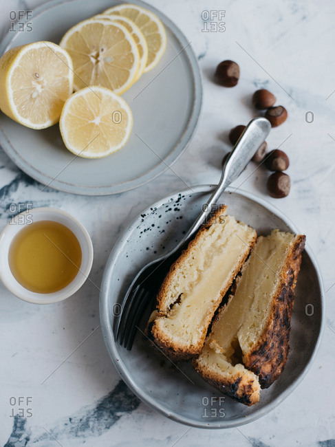 Sliced lemon tart served with honey