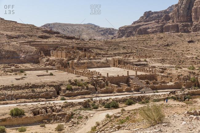 Jordania- Wadi Musa- Petra- colonnaded street- temple ruin