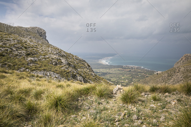 Hike from the Ermita de Betlem to the Puig de Ferrutx, view to the Bay of Alcudia, Mallorca, Spain