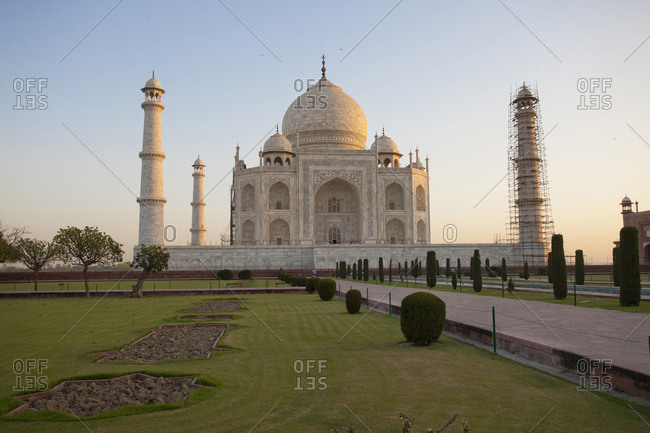The Taj Mahal at dusk