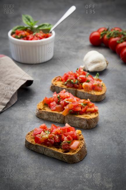 Bruschetta with tomato- basil- garlic and white bread