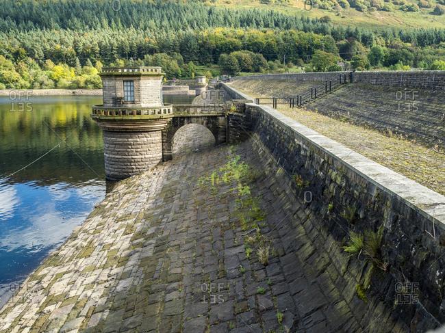 Great Britain- England- Derbyshire- Peak District- Ladybower Reservoir- dam wall