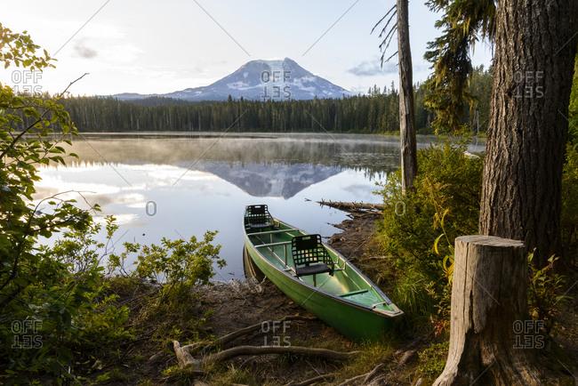 Canoe moored at takhlakh lake against mountain