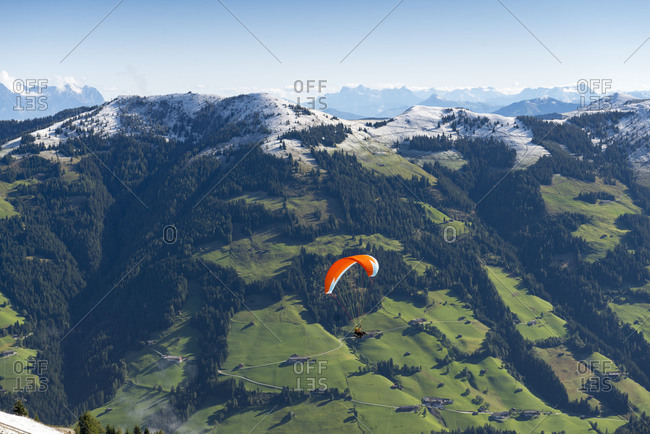 Austria, Tyrol, Alpbach valley, paragliders at the Wiedersberger Horn.