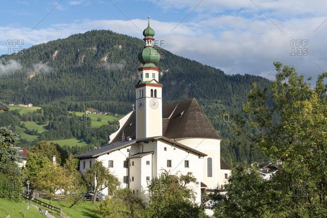 Austria, Tyrol, Alpbach valley, Reith im Alpbachtal, view of the catholic parish church Saint Peter