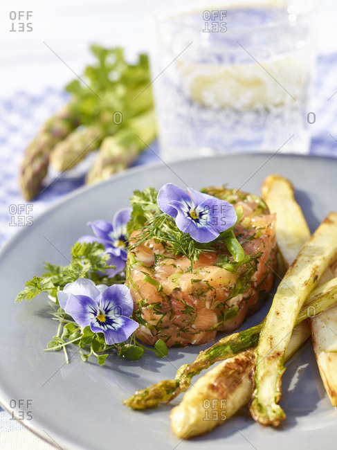 Salmon tartare with roasted green and white asparagus