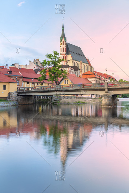 Cesky Krumlov, South Bohemia, Czech Republic, Europe, Saint Vitus Cathedral reflected in the Vlatva river, UNESCO World Heritage Site