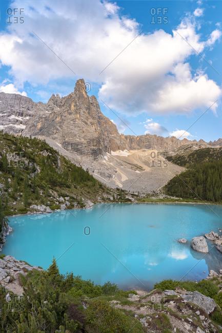 the turquoise water of Sorapiss lake and the mountain Dito di Dio (Finger of God), Dolomites, Cortina d' Ampezzo, Belluno, Veneto, Italy