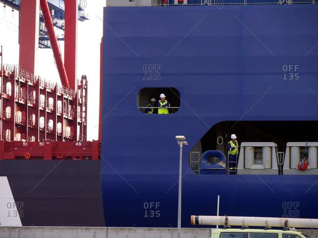 landing a container ship