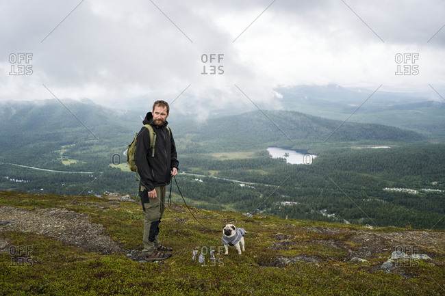 Man hiking with pug - Offset
