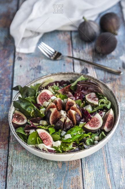 Mixed salad with figs