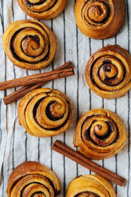 Cinnamon rolls and cinnamon sticks