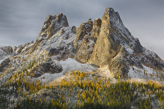 Washington State, Okanogan National Forest, North Cascades, Liberty Bell and Early Winters Spires